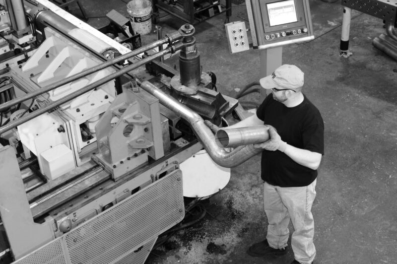 What are the advantages and disadvantages of the CNC pipe bender and the hydraulic pipe bender?