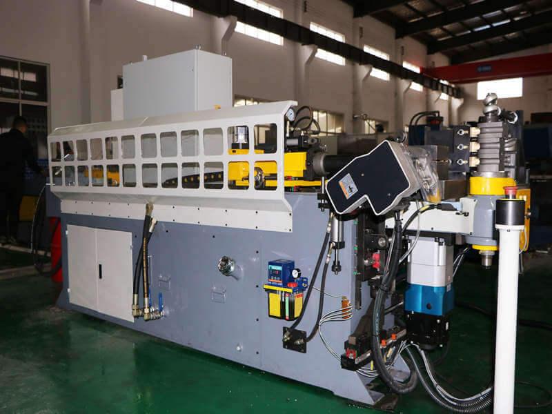 Installation method of hydraulic pipe bending machine